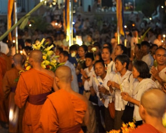 The crowd looks on as monks walk by during the nighttime portion of Meak Bochea. pc: Khin S.